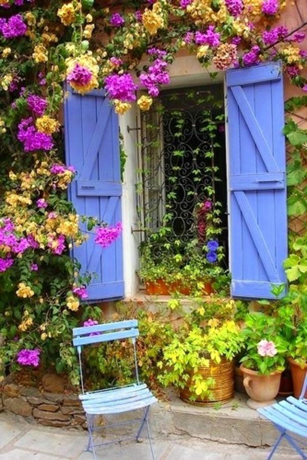 zaun türen Mediterrane Garten holz blau stühle metall