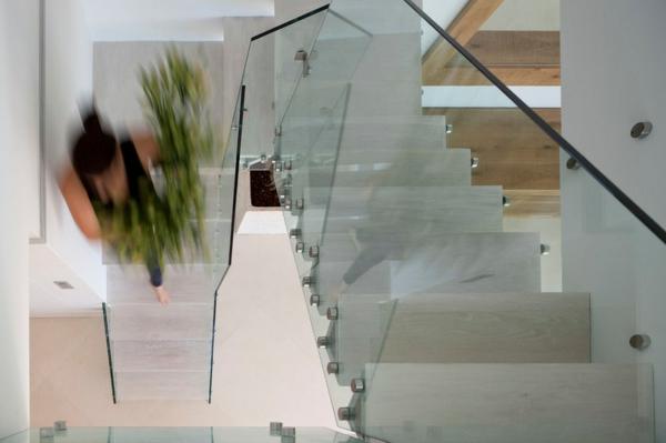 Moderne Holztreppen geländer elegant glas