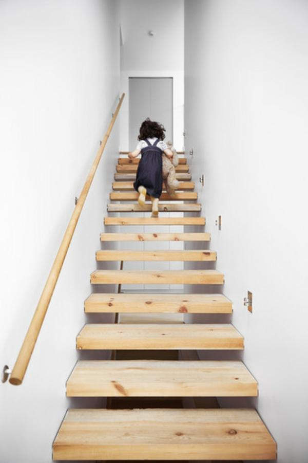 Moderne Holztreppen geländer schwebend kinder