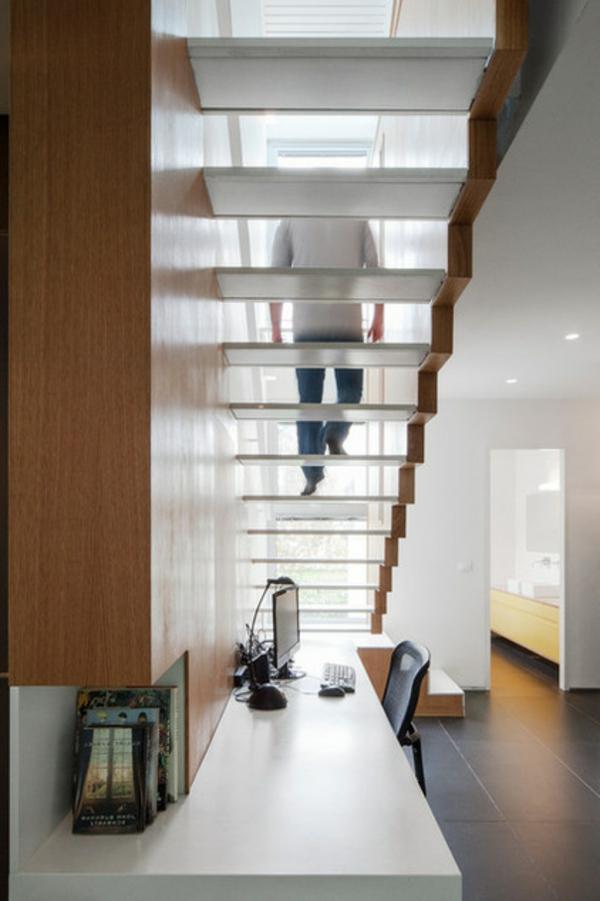 Moderne Holztreppen geländer schwebend luftig
