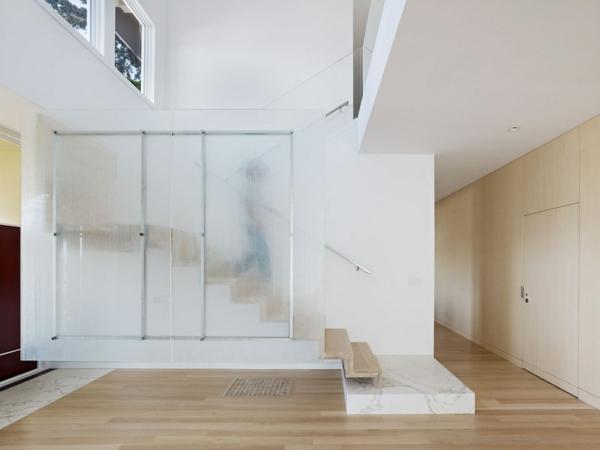 Moderne Holztreppen glas geländer farbgestaltung weiß