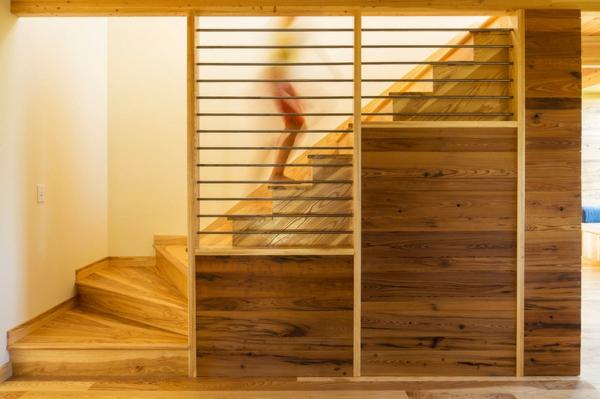 Moderne Holztreppen glas geländer holz texturen schön