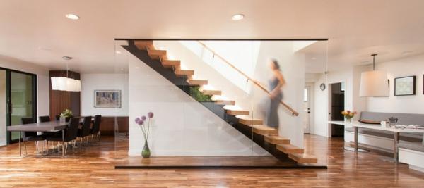 Moderne Holztreppen glas geländer schwebend wonhzimmer