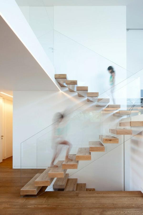 Moderne Holztreppen glas geländer schwebend