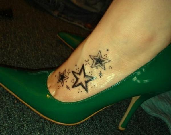 Tattoo bilde vorlage Sterne fuß damen