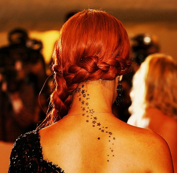 Tattoo Sterne rücken hals