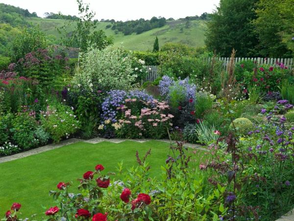 farmhaus grasfläche vorgarten gestalten