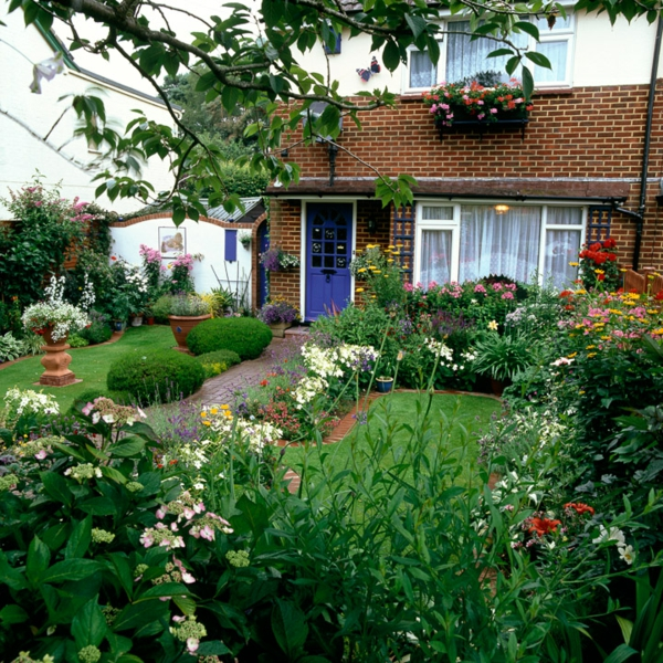 prächig vorgarten gartenideen gestalten lila bemalt eingangstür