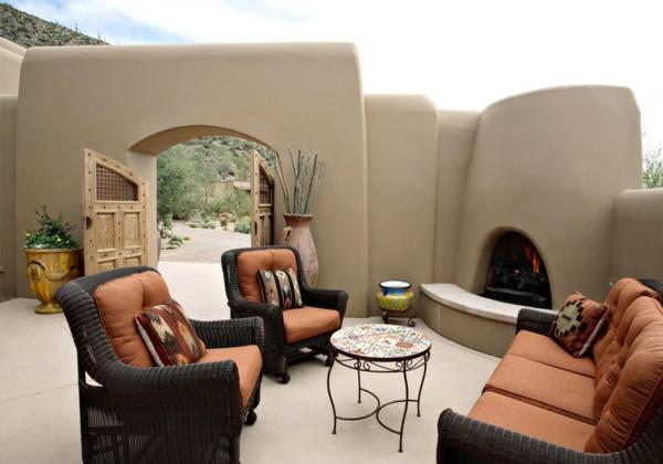 außenbereich garten terrassengestaltung ideen rattanmöbel außenkamin minimalistisch schlicht