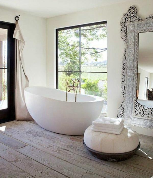 Bad mit freistehende badewanne  Freistehende Badewanne im modernen Badezimmer