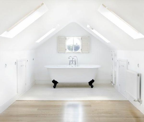 badezimmer im dachapartment weiß wanne