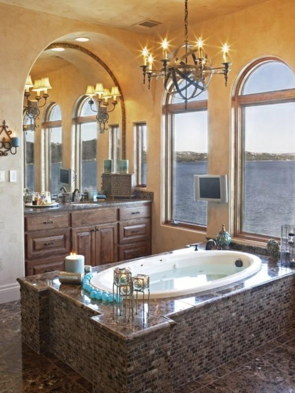 badezimmer mit aussicht mosaik badmöbel kronleuchter