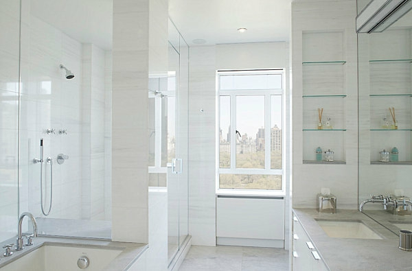 badezimmer stilvoll hell glasregale