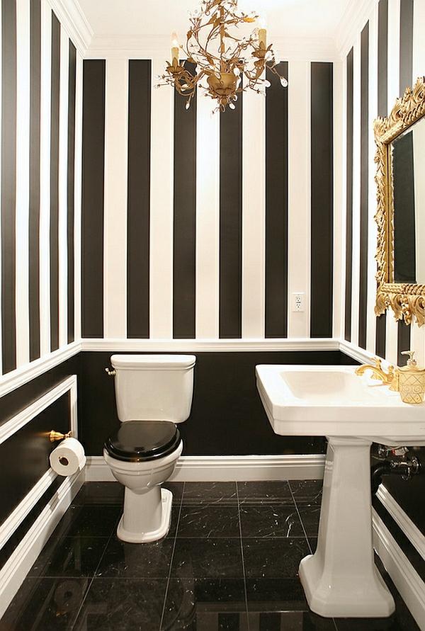 badezimmer wandgestaltung streifenmuster schwarz weiß goldene farbakzente
