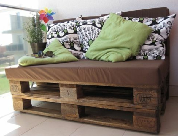 balkonm bel selber bauen gartenm bel set aus recycelten. Black Bedroom Furniture Sets. Home Design Ideas