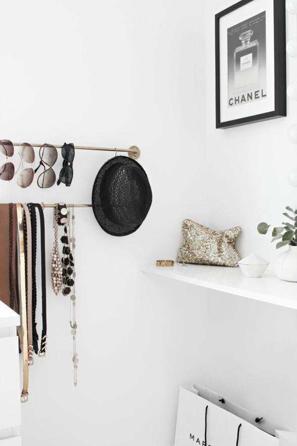 begehbarer kleiderschrank planen accessoires stangen wandgestaltung ideen