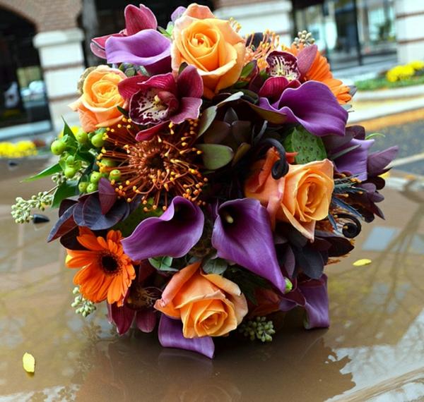 lila farben orange blumen brautstrauß rosen garten