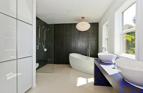 bodengleiche dusche freistehende badewanne moderne badezimmer schwarz weiß
