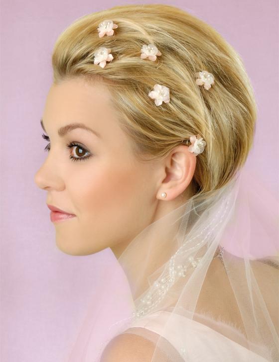 brautfrisuren kurze haare haarschmuck kunstblümchen