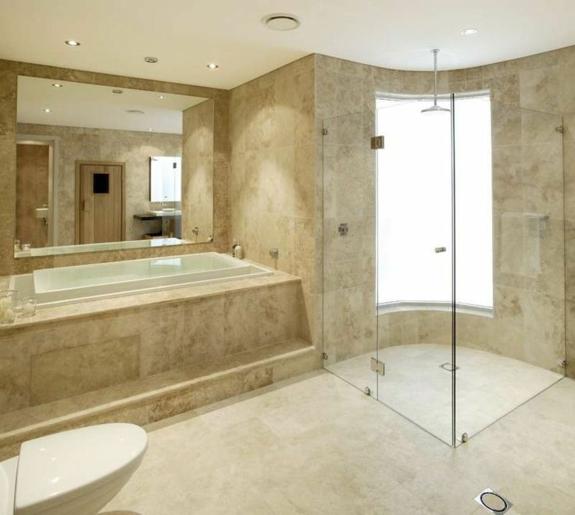 Baños Modernos Beige:einbauwanne wandspiegel duschkabine glastüren ebenerdige dusche