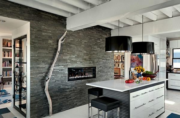eingebaut feuerstelle küche wandgestaltung hochglanz hängelampen