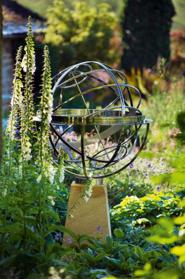 landschaft Sonnenuhr im Garten metall stangen eklektisch gartengestaltung