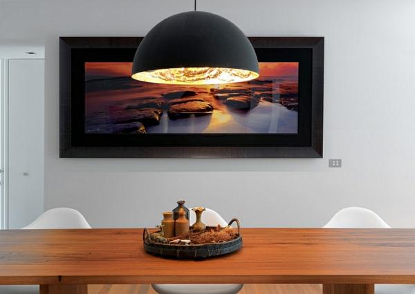 esszimmer-holz-esstisch-gewürze-leuchtend-hängelampe