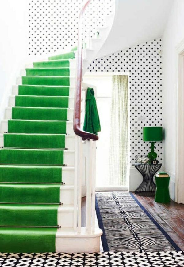 farbgestaltung im flur grüne treppe punktförmige wand