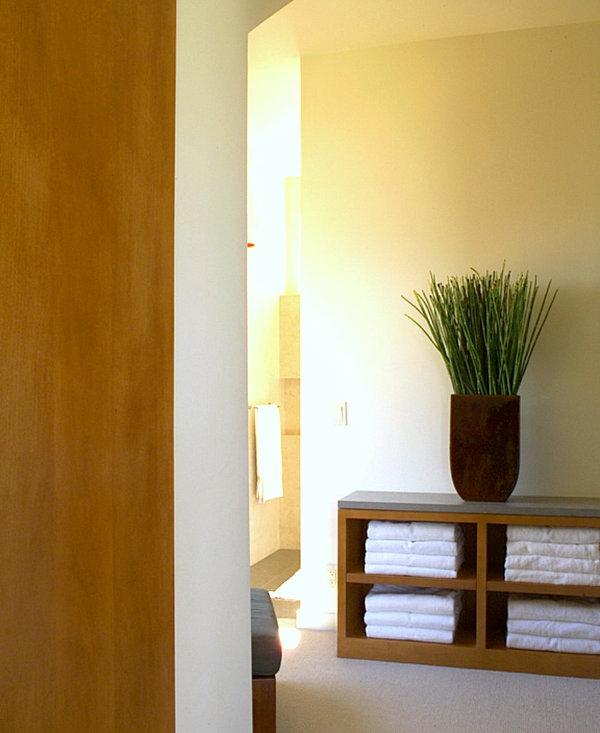 flur gestaltungsideen dekorative vase schrank
