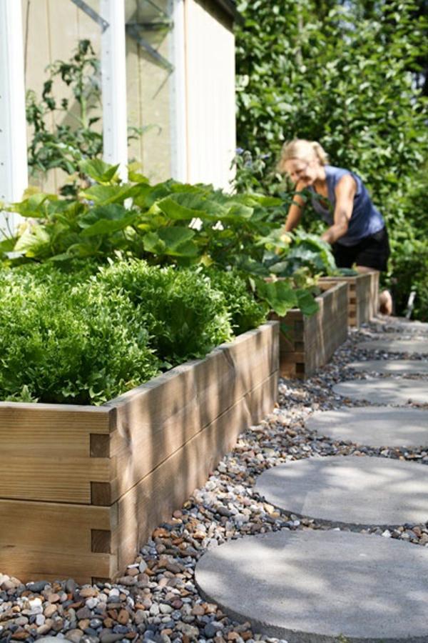 fußweg garten platten beton rund kiesel rahmen holz pflanzen