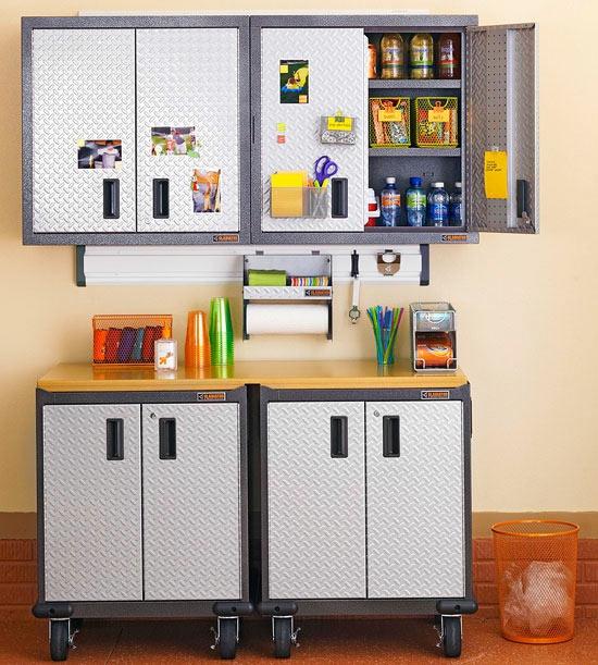 Die garage umbauen und in einen hobby oder fitnessraum for Abstellraum ideen