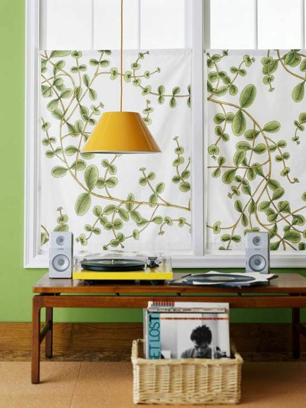 gardinen ideen florales muster wandfarbe grün