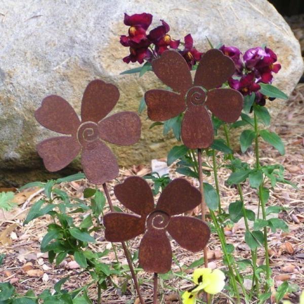 gartendeko aus metall und rost - industrieller charakter im garten, Gartenarbeit ideen