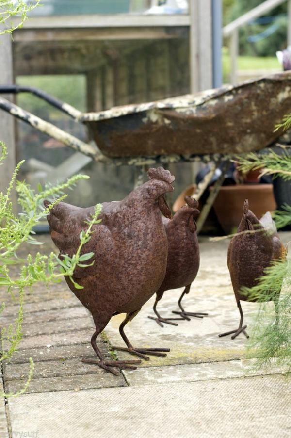 gartendeko aus metall und rost dekoartikel schön hühner