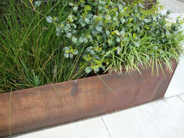 gartendeko aus metall und rost dekoartikel schön pflanzkübel