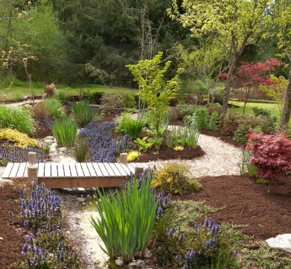 gartengestaltung gartenpflanzen günsel blaue blume zwiebelblumen