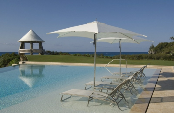 gartengestaltung ideen Garten Loungemöbel garten pool liegen sonnenschutz