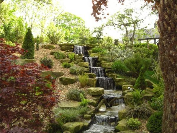 hanggarten gartengestaltung gestalten gartenteich wasserfalle treppen steingarten ideen