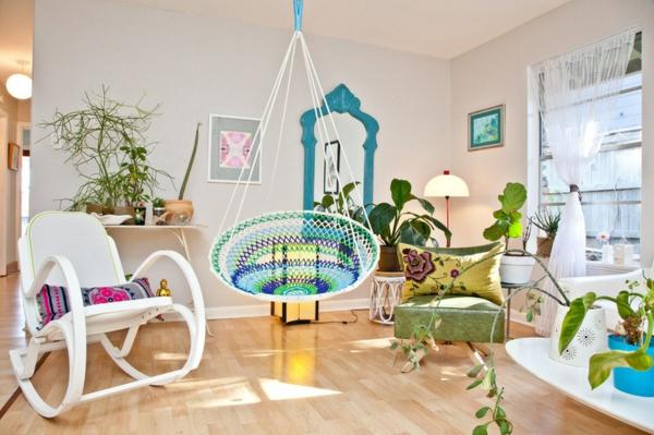 gartengestaltung im innenbereich wohnzimmer pflanzen hängestuhl
