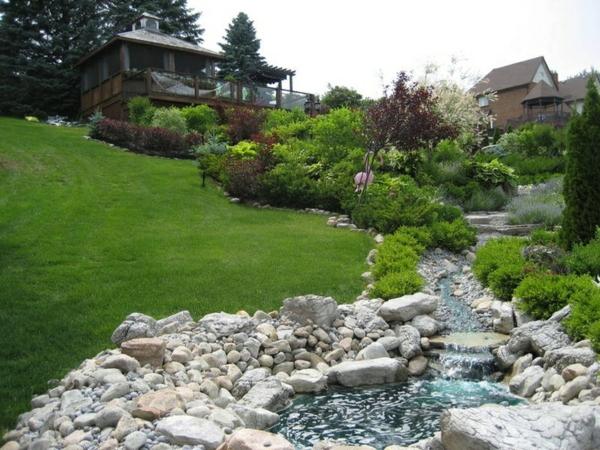 Gartengestaltung am hang wie k nnen sie einen hanggarten - Wall im garten anlegen ...