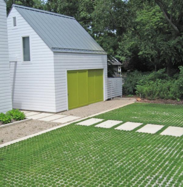 grüne einfahrt pflastern haus betonplatten