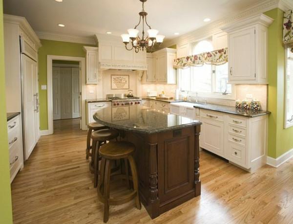 grüne wandgestaltung küche kronleuchter kücheninsel hocker