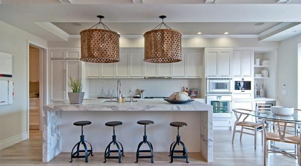 große akzent Pendelleuchten im Esszimmer lampenschirme küchenhocker