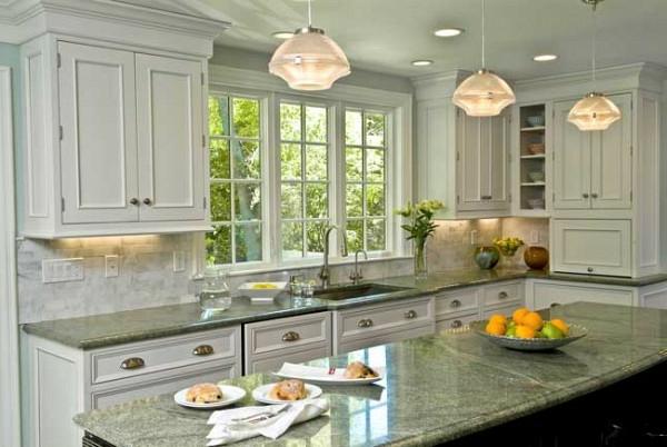 helles ambiente küche kleine einrichtendeckenleuchte marmor arbeitsplatte