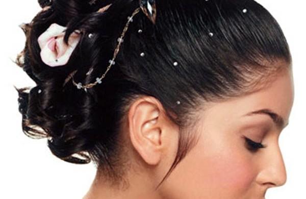 hochzeitsfrisuren-lange-haare-brautfrisuren-mit-rosen
