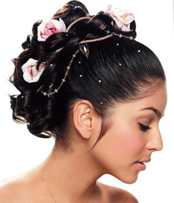 Brautschmuck haare echte blumen  Brautfrisuren mit Blumen - der natürliche Haarschmuck für jede Braut
