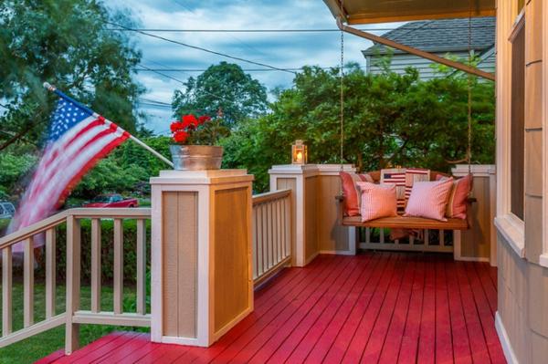 holzveranda hängestuhl schaukel terrassendielen in rot