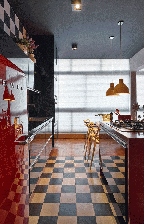 inneneinrichtung ideen küche design rote möbel schachbrett bodenbelag