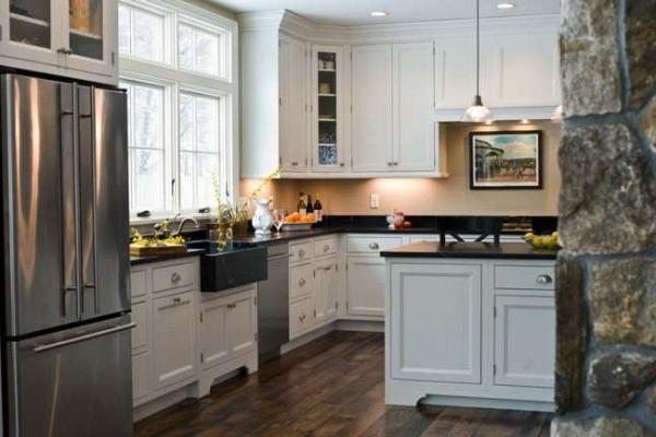 kühlschrank holz bodenbelag naturstein wand moderne Küchengestaltung Ideen
