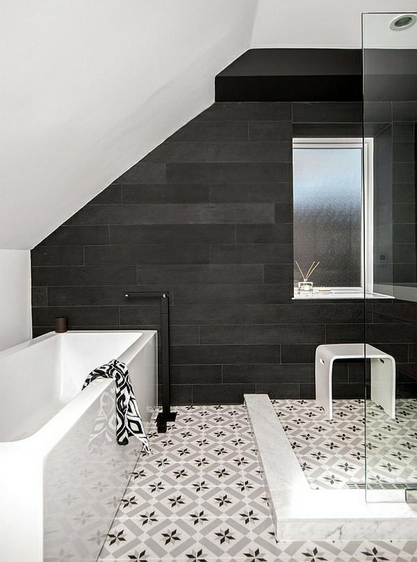 kleines badezimmer einrichten schwarz weiß badewanne bodenfliesen muster